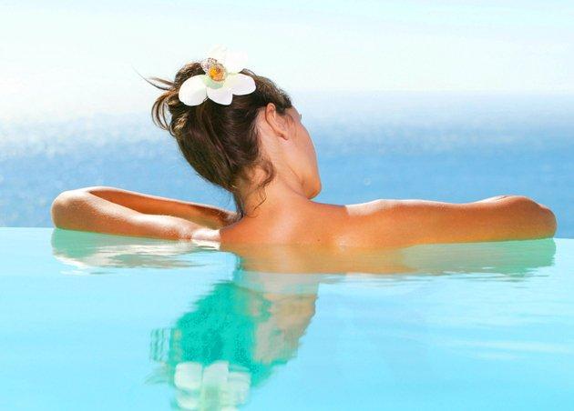 embedded swimming with updo Letnja nega: Da li dovoljno neguješ svoju kosu?