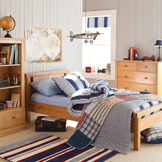 Boys bedroom with oak furniture Country Homes and Interiors Housetohome.co .uk  Dekoracija dečje sobe: Zanimljivi garderoberi