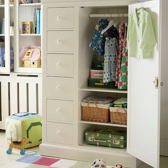 Childs wardrobe in bedroom Country Homes and Interiors Housetohome.co .uk  Dekoracija dečje sobe: Zanimljivi garderoberi