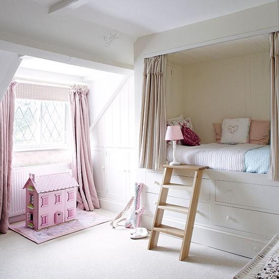 Girls bedroom with built in bed Country Homes and Interiors Housetohome.co .uk  Dekoracija dečje sobe: Zanimljivi garderoberi