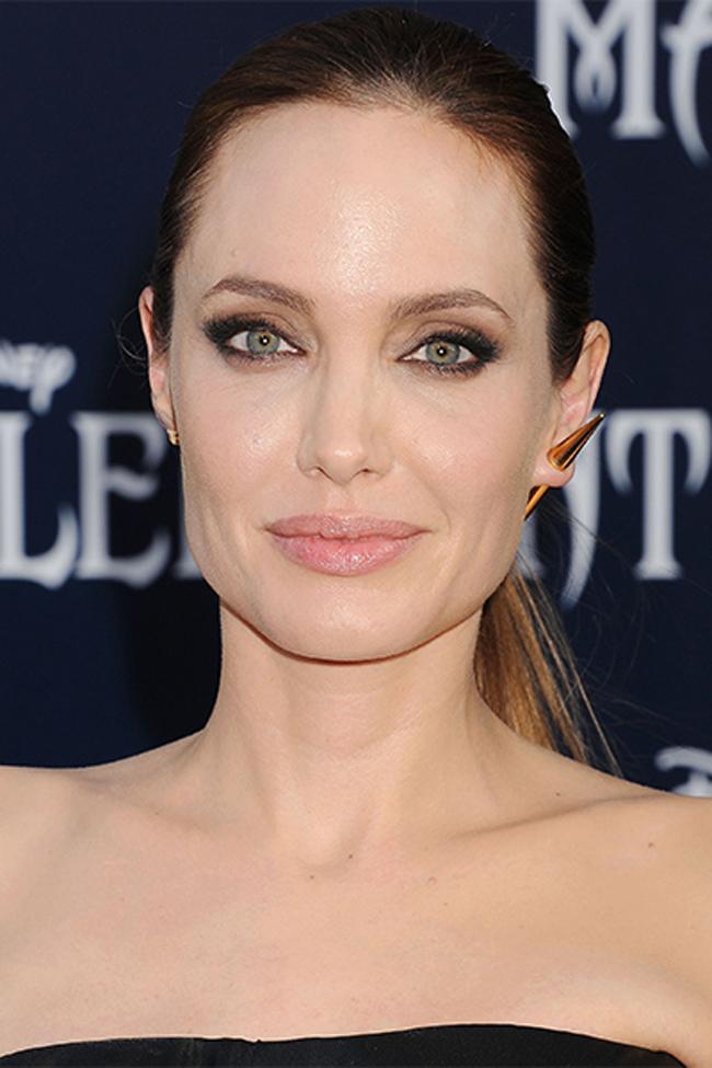 Minimalist Angelina Jolie Make up na venčanju: Osam ideja za minimalistički stil