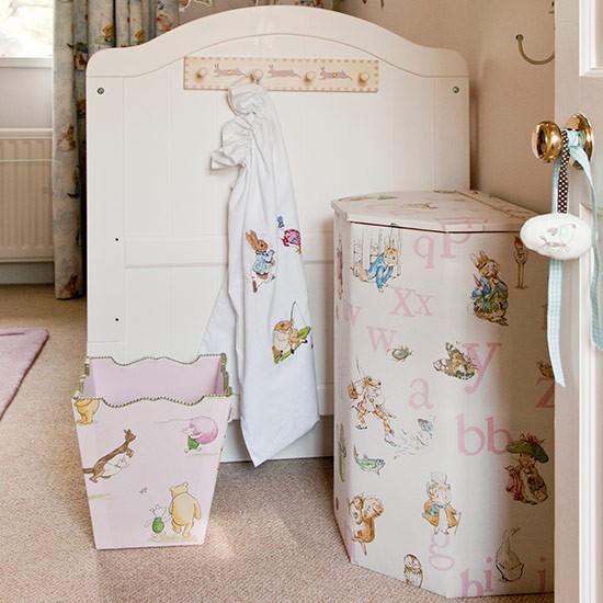 Nursery with cot and linen bin Country Homes and Interiors Housetohome.co .uk  Dekoracija dečje sobe: Zanimljivi garderoberi