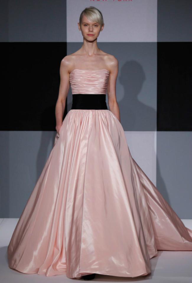 isaac mizrahi Novi trend: Roze venčanice sa modne piste