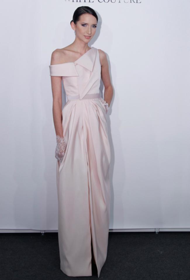 rafael cennamo Novi trend: Roze venčanice sa modne piste