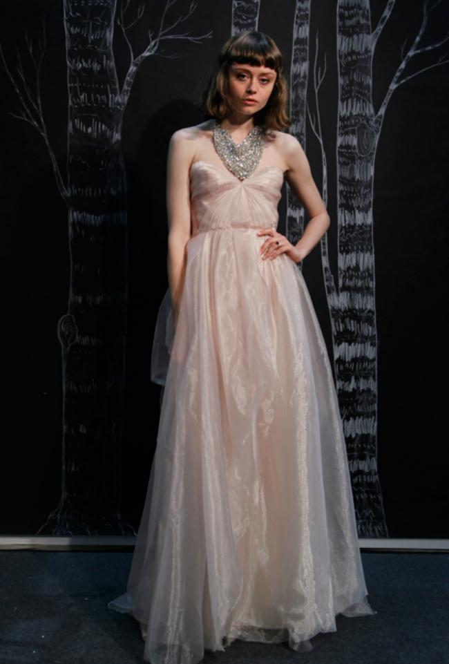 sarah seven Novi trend: Roze venčanice sa modne piste