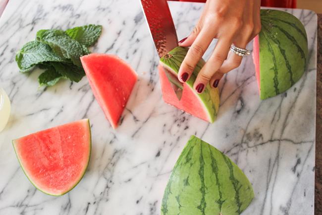 watermelon champagne cocktail 5 Letnje osveženje: Koktel od lubenice i šampanjca