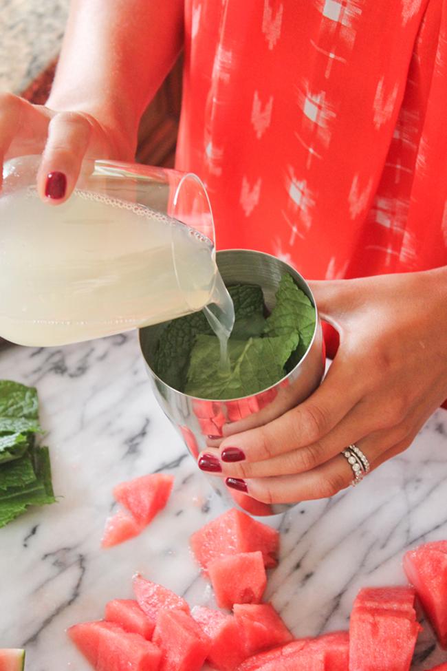 watermelon champagne cocktail 8 Letnje osveženje: Koktel od lubenice i šampanjca