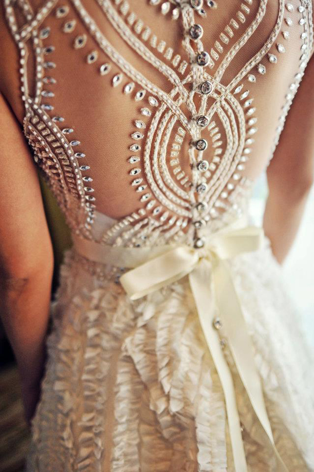 wedding dress back veluz reyez 3 Horoskop i mlade: Kakve venčanice biraju predstavnice različitih horoskopa?