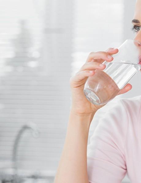 Dehidratacija: Kako nedostatak vode utiče na vaše lice