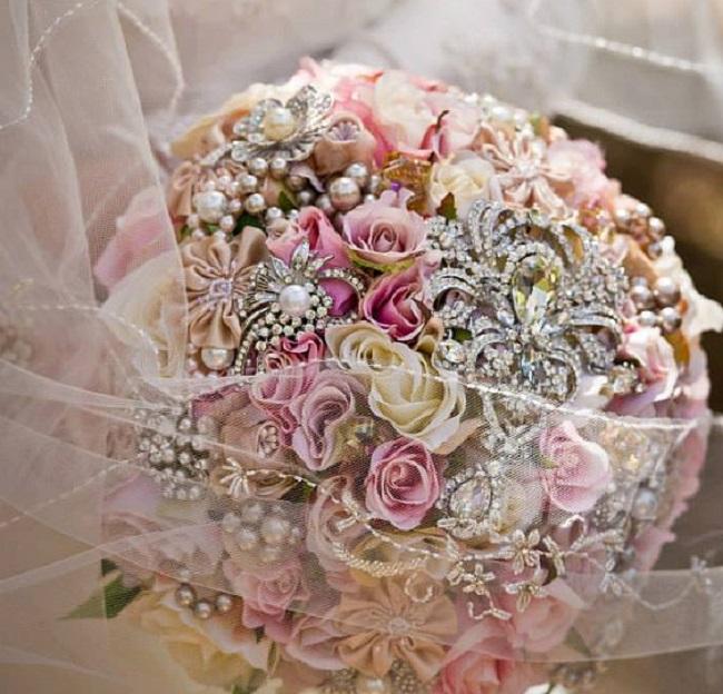 Buketi1 Inspiracija za venčanje: Buketi ukrašeni cirkonima