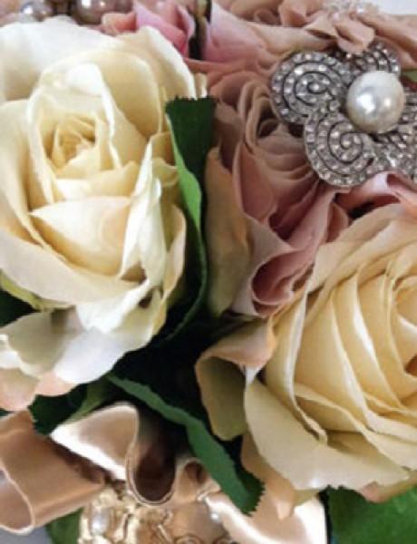 Inspiracija za venčanje: Buketi ukrašeni cirkonima