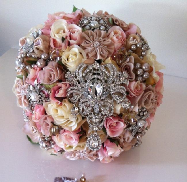 Buketi4 Inspiracija za venčanje: Buketi ukrašeni cirkonima