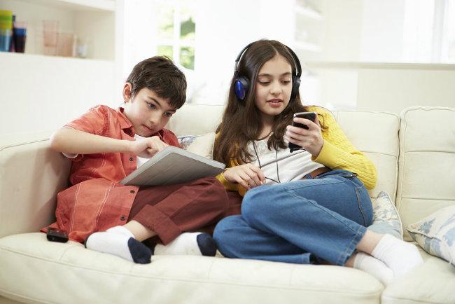 Nove generacije Bezbednost dece na internetu 2 Nove generacije: Bezbednost dece na internetu