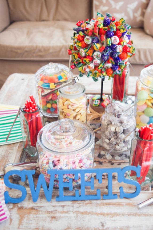dekoracija 7 kreativnih ideja za vase vencanje sto sa slatkisima Dekoracija: 7 kreativnih ideja za vaše venčanje