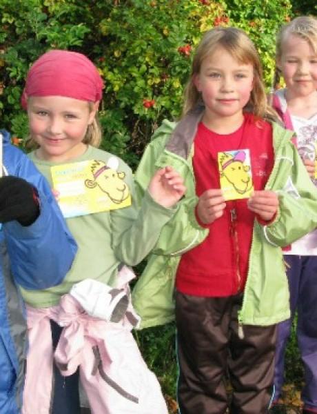 Srpska deca u firmiranoj odeći, finska u pozajmljenoj