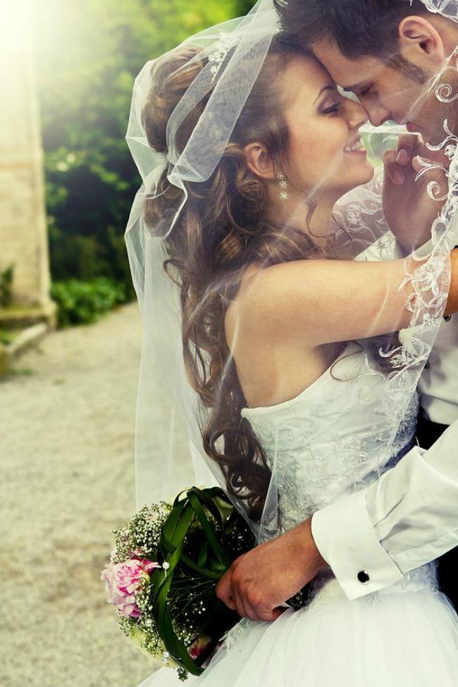fotografije sa vencanja prvi poljubac 1 Fotografije sa venčanja: Prvi poljubac