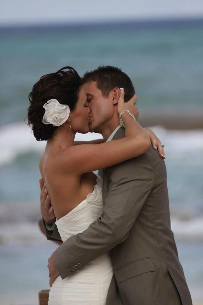 fotografije sa vencanja prvi poljubac 2 Fotografije sa venčanja: Prvi poljubac