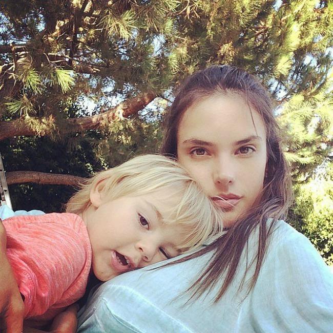 instagram porodicne fotografije poznatih alesandra ambrosio Instagram: Porodične fotografije poznatih