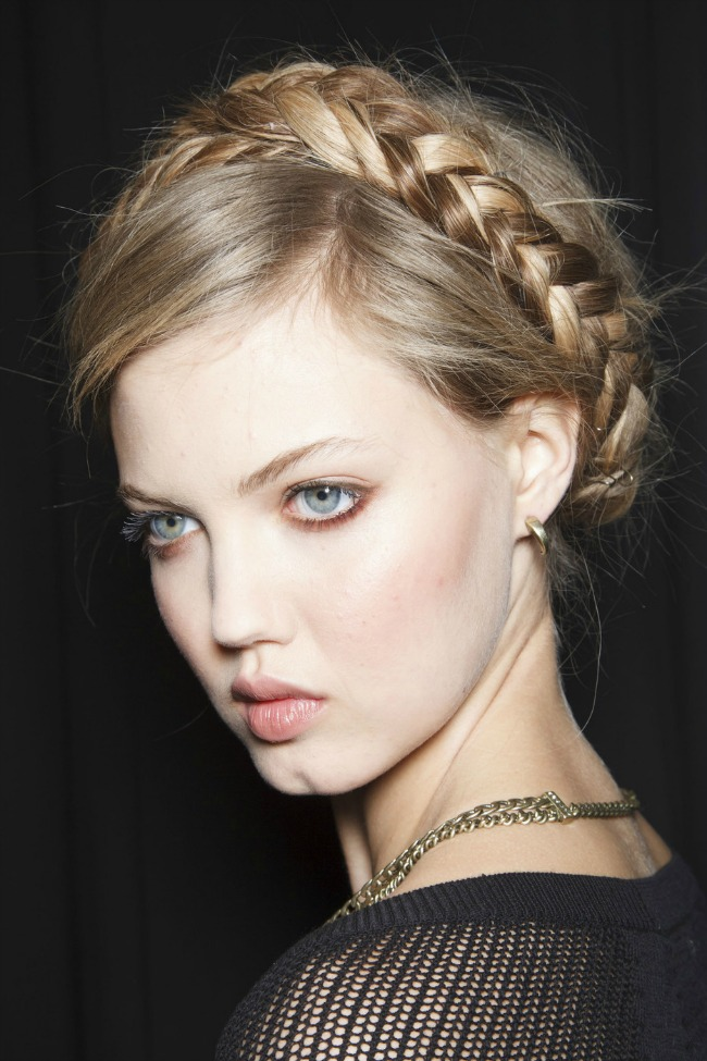 stajlis frizure za vencanje kruna pletenice rebeka minkof Stajliš frizure za mlade: Kruna pletenice