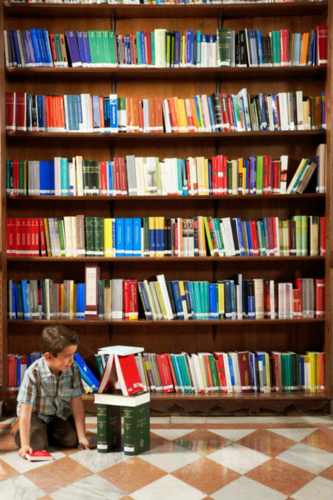 biblioteka Aktivirajte vaše klince za vreme kišnih dana