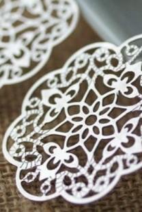 Ponesite srebrne minđuše na venčanju