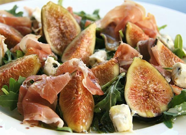 slatko slana poslastica salata sa prsutom gorgonzola sirom i smokvama 1 Slatko slana poslastica: Salata sa pršutom, Gorgonzola sirom i smokvama