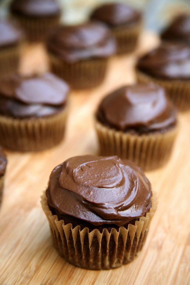 vegan chocolate  Vegan recept: Čokoladni kap kejk sa glazurom od avokada