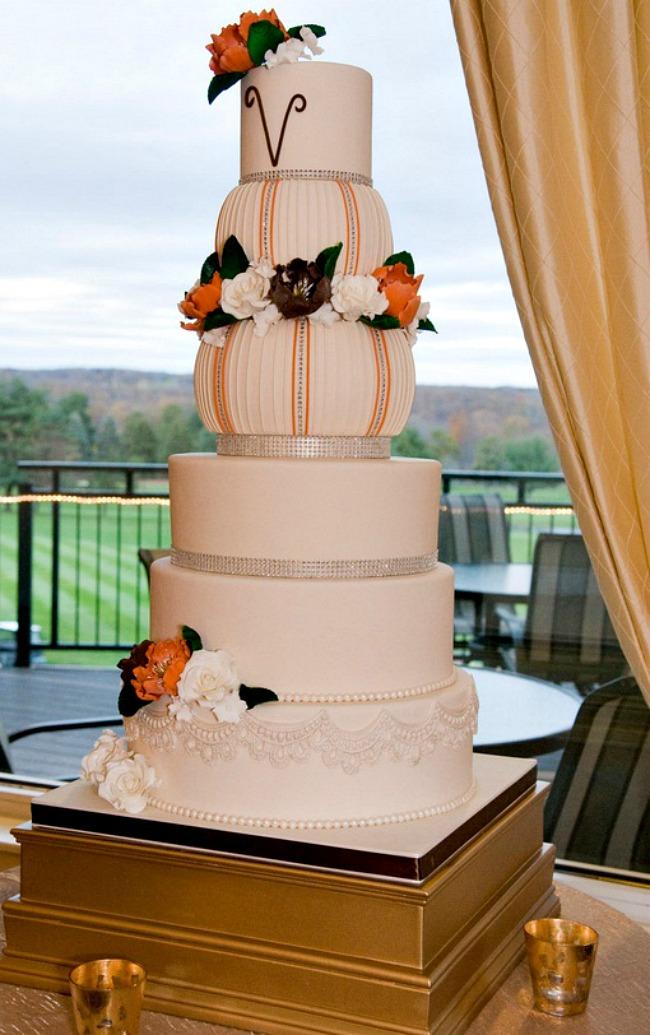 03 Torta neznost u boji breskve Savršene torte za tematska venčanja