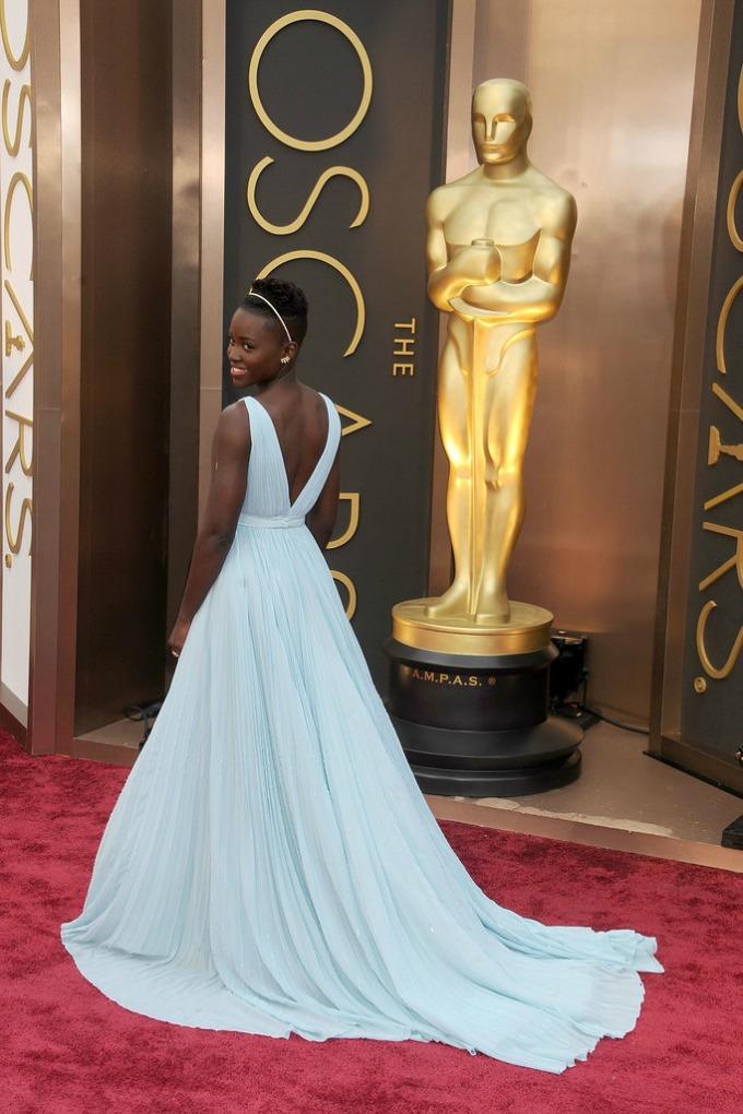 Lupita Nyongo Prada Venčajte se u haljini otvorenih leđa