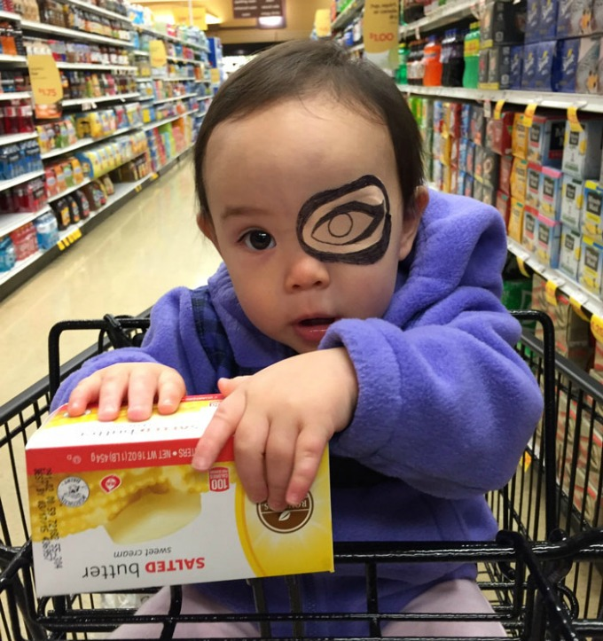povez za oko 11 Roditeljstvo: Kako navesti dete da lakše podnese lečenje