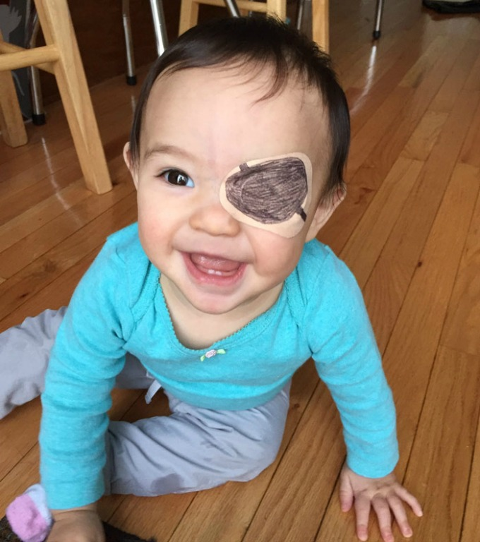 povez za oko 12 Roditeljstvo: Kako navesti dete da lakše podnese lečenje
