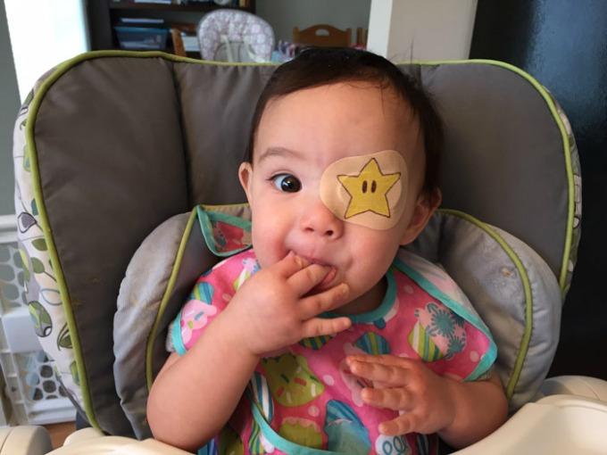 povez za oko 5 Roditeljstvo: Kako navesti dete da lakše podnese lečenje