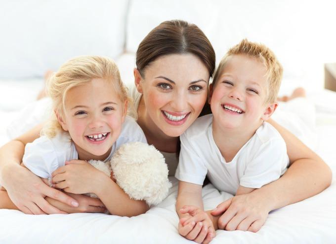 smiling mom kids tekst Mama bi malo da bude svoja