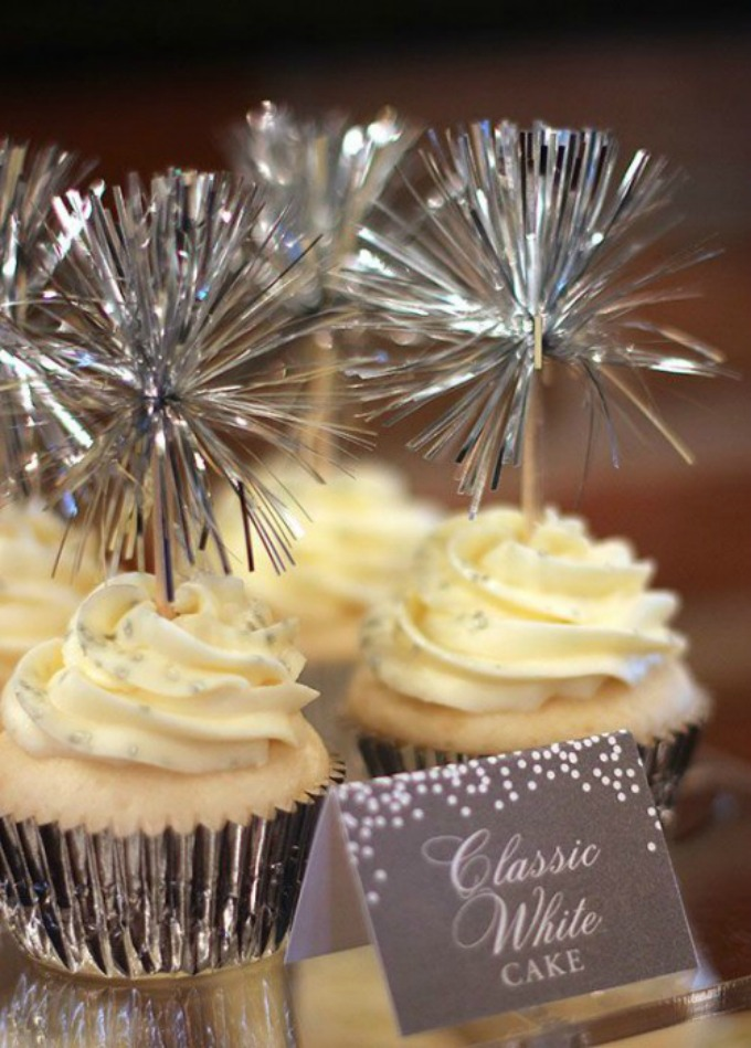 Novodišnja dekoracija na svadbenoj torti 1 Novodišnja dekoracija na svadbenoj torti