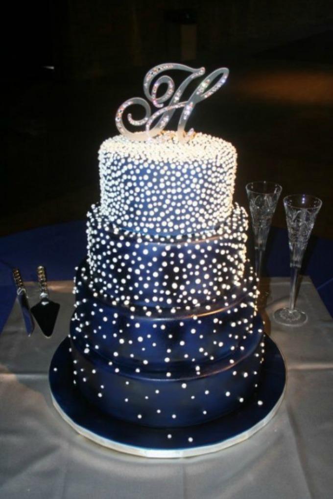 Novodišnja dekoracija na svadbenoj torti Novodišnja dekoracija na svadbenoj torti
