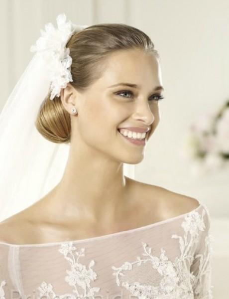 Budite ženstvene na venčanju u haljini golih ramena