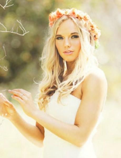 Cvetna kruna kao savršen aksesoar za venčanje