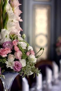 Ideje za dekoraciju stolova za venčanje