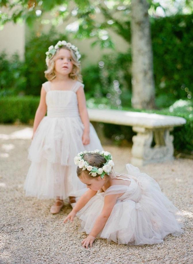 Devojčica sa cvećem u kosi2 Frizure za najmlađe na venčanju
