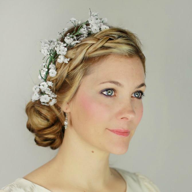 Frizura za venčanje sa pletenicom i cvećem u kosi Napravite sami lepu, a jednostavnu frizuru za venčanje