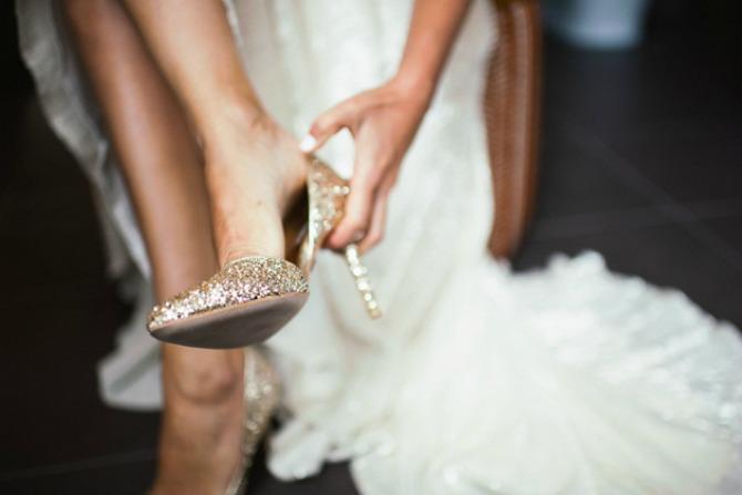 mlada nosi stikle Budite elegantne u ravnoj obući na venčanju