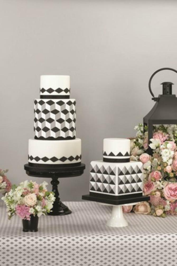 mladenačka torta11 Uklopite cvetne aranžmane sa mladenačkom tortom