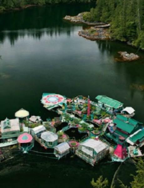 Par koji je sagradio plutajući dom