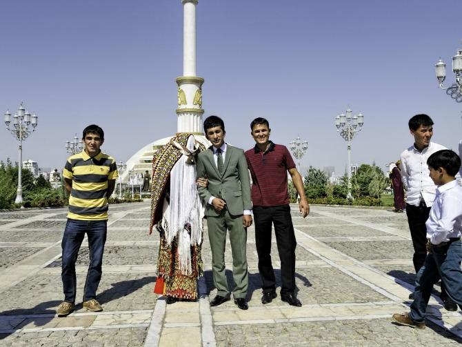 venčanja širom sveta Turkmenistan Kakve haljine žene širom sveta nose na venčanju