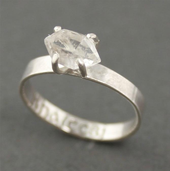 Prsten insprisan serijom Igra prestola Prelepo vereničko prstenje
