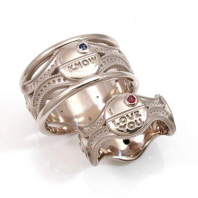 Verenički prsten na kome piše volim te Prelepo vereničko prstenje