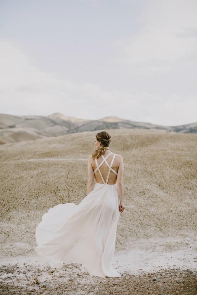 mlada pozira u pustinji11 Pustinja kao savršeno mesto za predivne fotografije