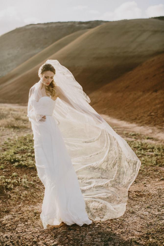 mlada pozira u pustinji2 Pustinja kao savršeno mesto za predivne fotografije