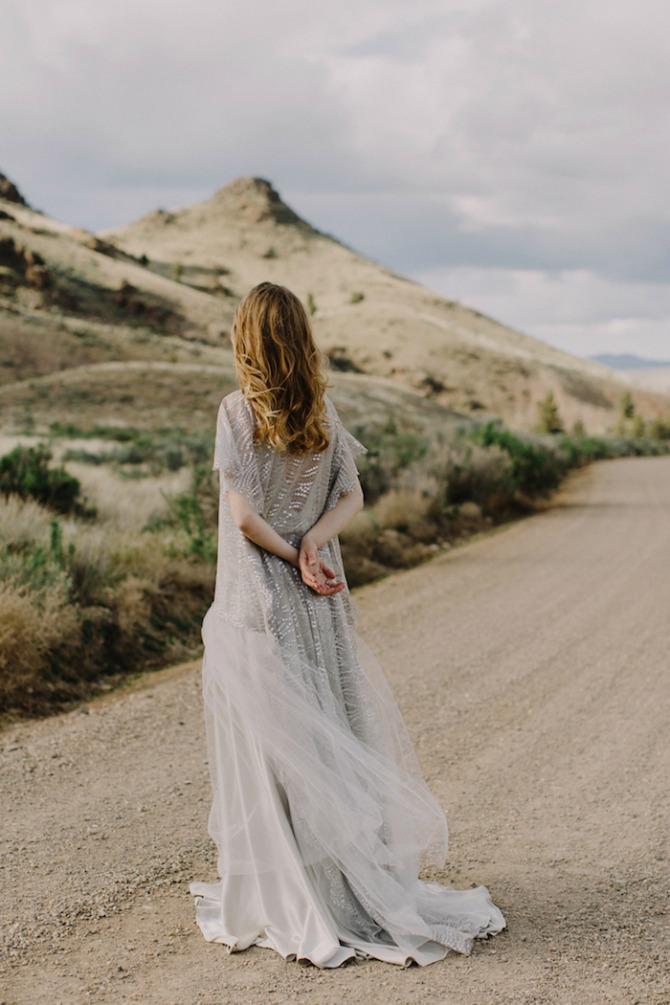 mlada pozira u pustinji4 Pustinja kao savršeno mesto za predivne fotografije