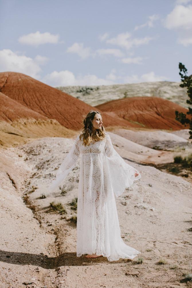 mlada pozira u pustinji5 Pustinja kao savršeno mesto za predivne fotografije